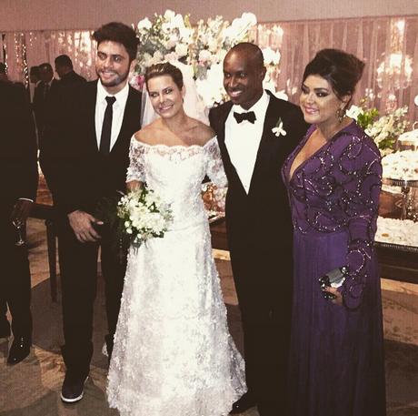 b6572cc1a Famosos se jogam no casamento de Thiaguinho e Fernanda Souza