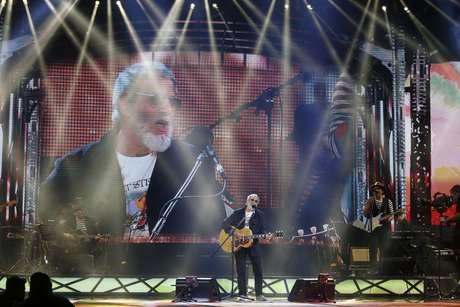 El veterano Cat Stevens se presentó en la última noche de Viña 2015 y puso a la Quinta a corear con folk, blues y cover de The Beatles incluido.
