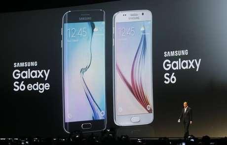 <p>A Samsung, que dominava o mercado desde 2011, registrou uma queda de quase 12%; eles apostam suas fichas no novo Galaxy 6</p>