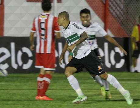 Último gol do atacante aconteceu no final de maio de 2014, pelo Campeonato Brasileiro, quando jogava pelo Internacional