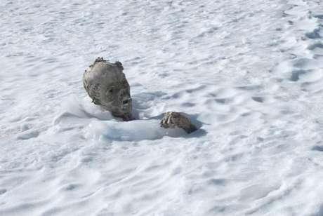 Primeiro corpo foi descoberto quando um escalador, que tentava alcançar o pico do vulcão, escorregou e viu uma cabeça humana e um braço saindo da neve