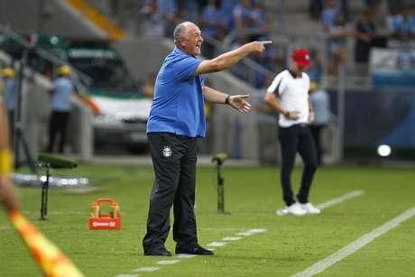 Começo ruim no Brasileiro em 2015 minou a permanência de Felipão no Grêmio