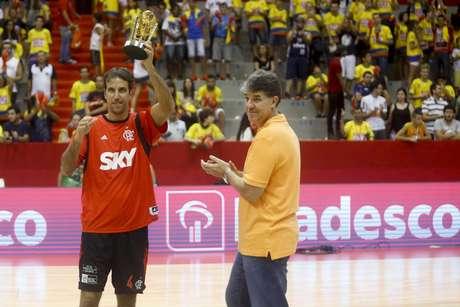 Marcelinho se tornou bicampeão dos arremessos de três pontos
