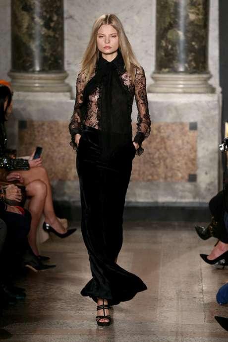 Transparência da renda no desfile de Emilio Pucci, na Semana de Moda de Milão