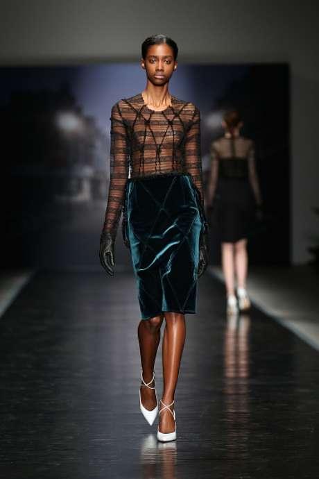 Seios em evidência também marcaram presença na passarela da grife Emilio de la Morena, na semana de moda de Londres
