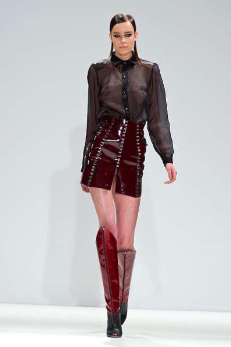 Camisa preta transparente é uma das apostas da Jacob Birge Vision, na semana de moda de Londres