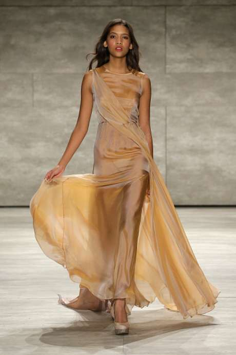 Vestido transparente na apresentação da Leanne Marshall, na Semana de Moda de Nova York