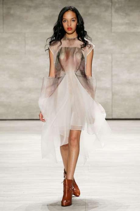 Mamilos cobertos por corações marcaram presença no desfile da Leanne Marshall, na Semana de Moda de Nova York