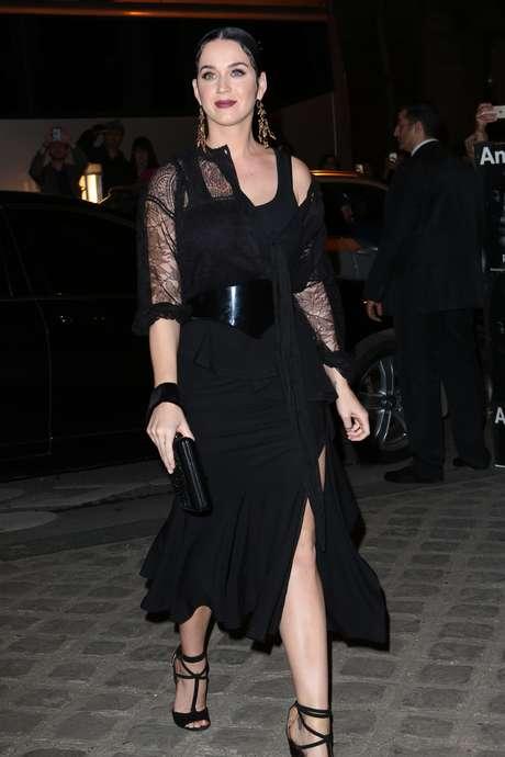 Cantora usou look da Givenchy durante desfile da grife em Paris