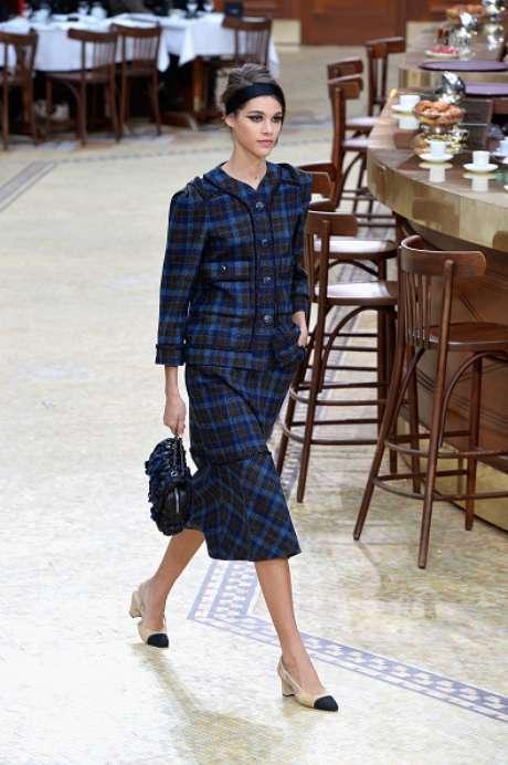 Conjuntos de tweed, xadrez e estampa geométrica foram destaques do desfile da Chanel