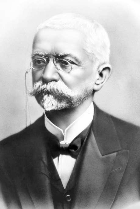 Em junho de 1909 Pena morreu e deixou o poder nas mãos do vice-presidente, Nilo Peçanha