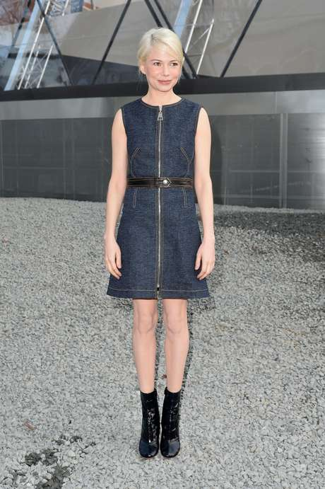 A atriz Michelle Williams também esteve no desfile da Louis Vuitton