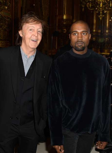 O rapper Kanye West posou ao lado de Paul McCartney no desfile da filha do ex-Beatle, Stella McCartney