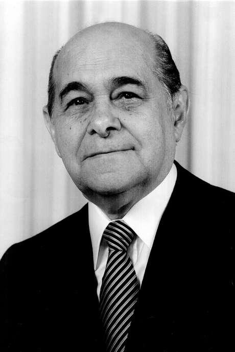 <p>Tancredo morreu antes de conseguir assumir o cargo</p>