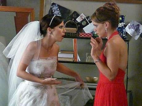 Maria Clara (Andreia Horta) e Cristina (Leandra Leal) brigam pouco antes do casamento com Vicente