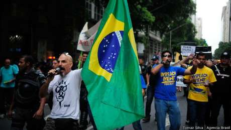 Caminhada promovida na quarta-feira, no Rio de Janeiro, como prévia das manifestações de domingo, reuniu menos de 50 pessoas em frente à sede da Petrobras