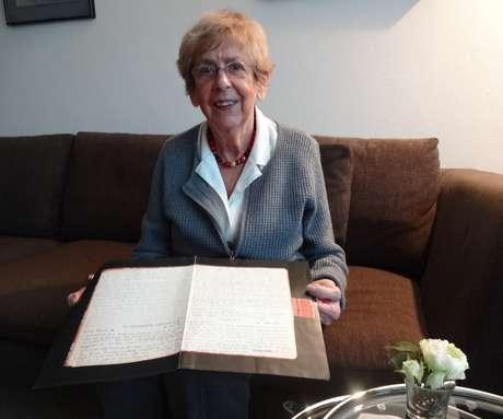 Jacque van Maarsen mostra as cartas entregues pelo pai, Otto Frank: melhor amiga cumpriu a sua promessa