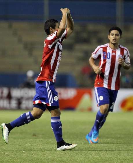<p>Rodi Ferreira comemora gol do Paraguai</p>