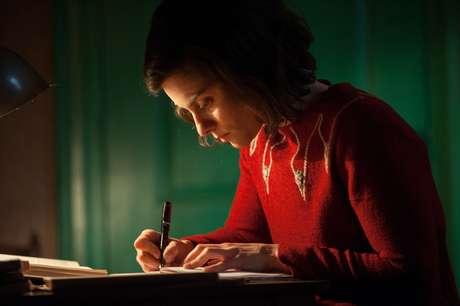 Atriz interpreta a peça baseada no Diário de Anne Frank, 70 anos após a sua morte