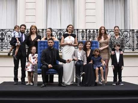 Na foto do último capítulo, novos integrantes fazem parte da família e Zé Alfredo não aparece, assim como Zé Pedro