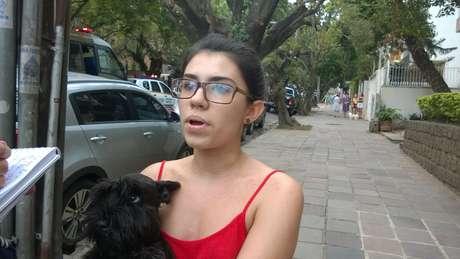 <p>Estudante Sara Menezes disse quepara ela esta manifestação não é democrática</p>