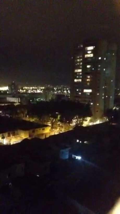 Moradores do Tatuapé piscaram as luzes de apartamentos para protestar