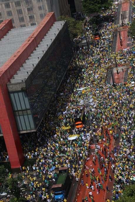 <p>Em São Paulo, protesto ocorre na Avenida Paulista</p>