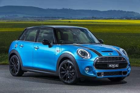 <p>Para termos uma ideia, a arraia é maior que um carro Mini Cooper, que tem por volta de 3,5 metros de comprimento e 1,5 metros de largura.</p>