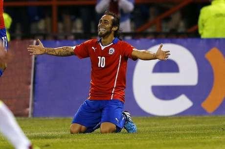 <p>Jorge Valdivia pode estrear em 2015 pela seleção chilena</p>