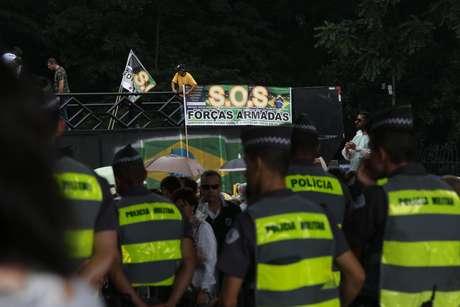 <p>Trio do SOS Forças Armadas, um dos movimentos participantes do protesto</p>