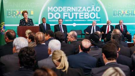 """Presidente assinou MP e """"cornetou"""" o nível do futebol brasileiro"""
