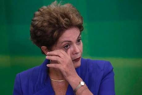<p>Se a eleição fosse hoje, segundo a pesquisa, Aécio Neves teria a maioria dos votos e Dilma Rousseff (foto)seria derrotada nas urnas.</p>