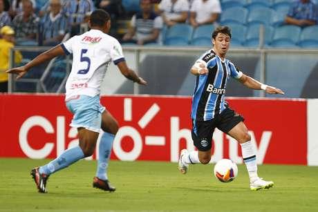 Giuliano fez dois gols e foi o grande nome do triunfo do Grêmio neste domingo