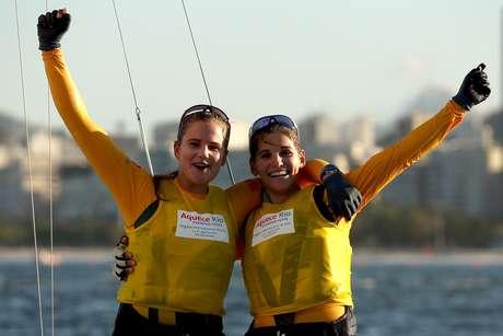 Martine Grael e Kahena Kunze (esq.) são as atuais campeãs mundias da categoria 49erFX. Presença no Pan para se acostumar com Vila Olímpica
