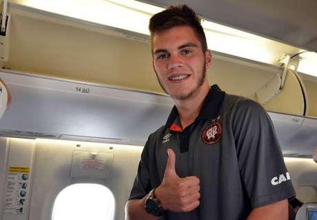 Nathan, 19 anos, está livre para acertar com qualquer time brasileiro