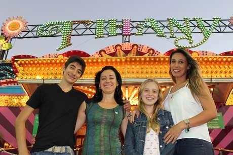 (da esq. para dir.) André e Sandra Garcia, e Ashley e Cecília Delgado