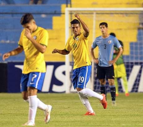 Evander fez dois gols e foi o nome da vitória brasileira