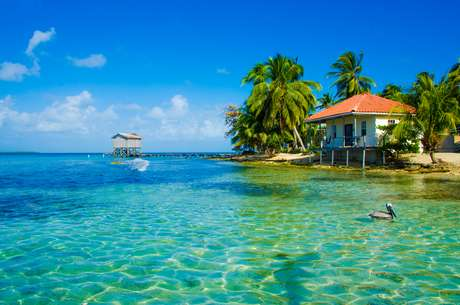 Belize também tem praias exuberantes que atraem os turistas