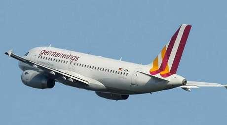 <p>O avião Airbus A320 da companhia aérea Germanwings caiu nesta terça-feira (24) na região dos Alpes franceses, perto da cidade de Barcelonnette, a cerca de 100 quilômetros ao norte de Nice</p>