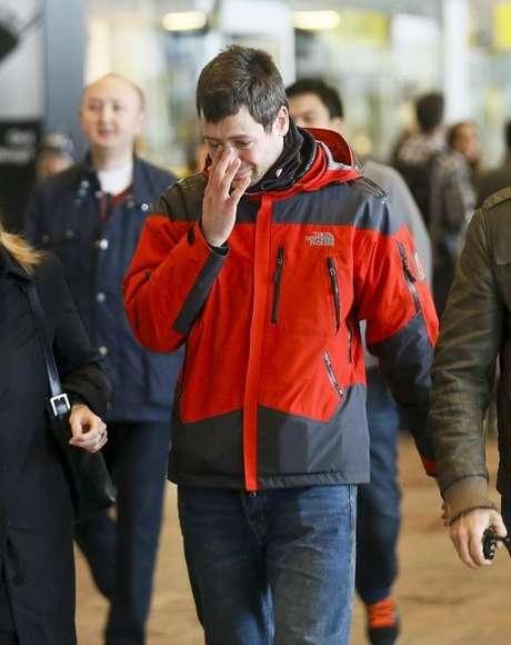 <p>Familiar de passageiro do voo da Germanwings que caiu no sul da França chega ao aeroporto El Prat, em Barcelona</p>