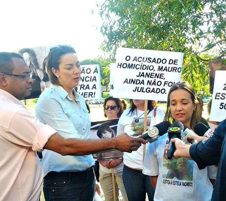 Manifestação pede que julgamento da morte da professora, que completa 15 anos, seja finalmente julgado