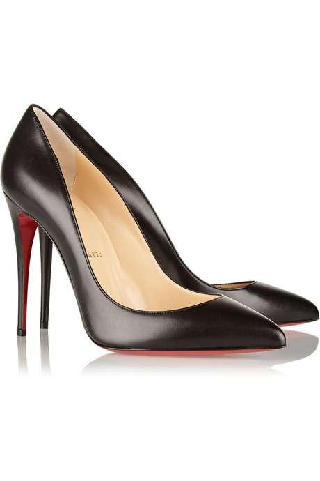 Você faz parte do grupo que sonha com um calçado Christian Louboutin? O escarpim preto Pigalle Follies sai por 675 dólares (R$ 2.113) no site americano Net-a-Porter. Com a fortuna da Gisele, seria possível rechear seu closet com mais de um milhão (1.040.009) de pares.
