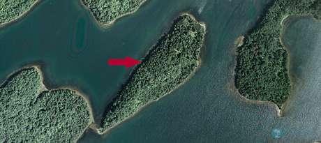 Já pensou em ser dono de uma ilha? A Black Island, na Nova Escócia, Canadá, por exemplo, custa 550 mil dólares canadenses (R$ 1.375.935) no site da empresa Vladi Private Islands, especializada no assunto. Daria para comprar 1.597 ilhas iguais.