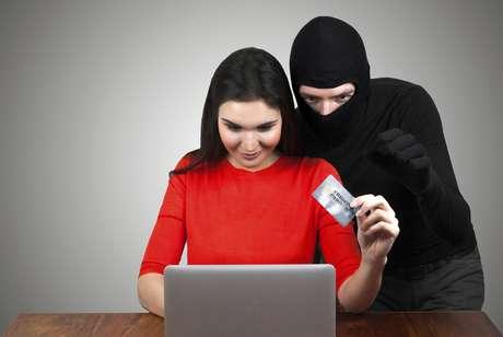 <p>Ao mesmo tempo em que estamos cada vez mais dependentes da internet, também devemos tomar cuidado com nossos dados pessoais</p>