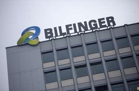 <p>Logotipo da Bilfinger no topo da sede da empresa em Mannheim, na Alemanha</p>