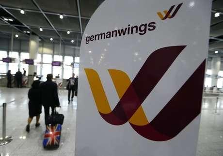 Logomarca da companhia aérea Germanwings no aeroporto de Duesseldorf. 24/03/2015