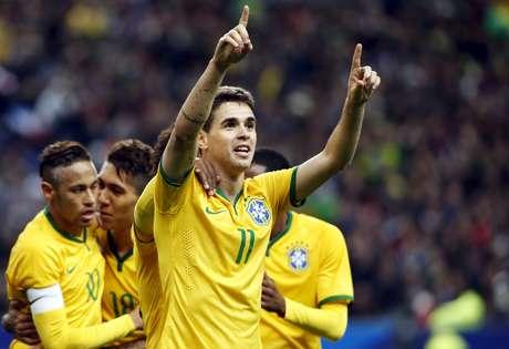 Oscar fez o primeiro gol da Seleção Brasileira