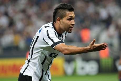 Petros comemora o quarto gol do Corinthians ainda na etapa inicial
