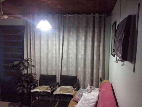 <p>A internautaElaine pediu ajuda para iluminar melhor a sala de estar de sua casa</p>