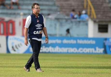 Enderson Moreira treinou o Atlético-PR apenas duas vezes neste Estadual